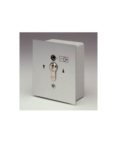 Commandes filaires Geba pour rideaux metalliques : Boite à clef encastrée avec débrayage incorporé